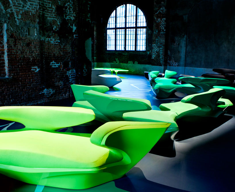 zaha-hadid-zephyr-sofa-for-cassina-designboom-01