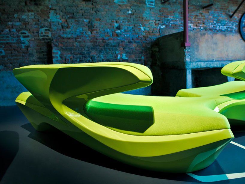 zaha-hadid-zephyr-sofa-for-cassina-designboom-02