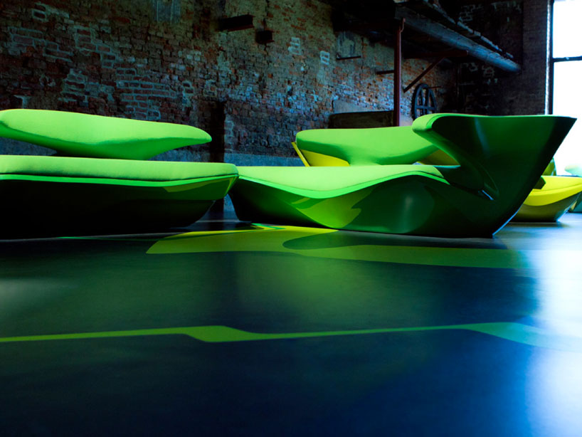 zaha-hadid-zephyr-sofa-for-cassina-designboom-03