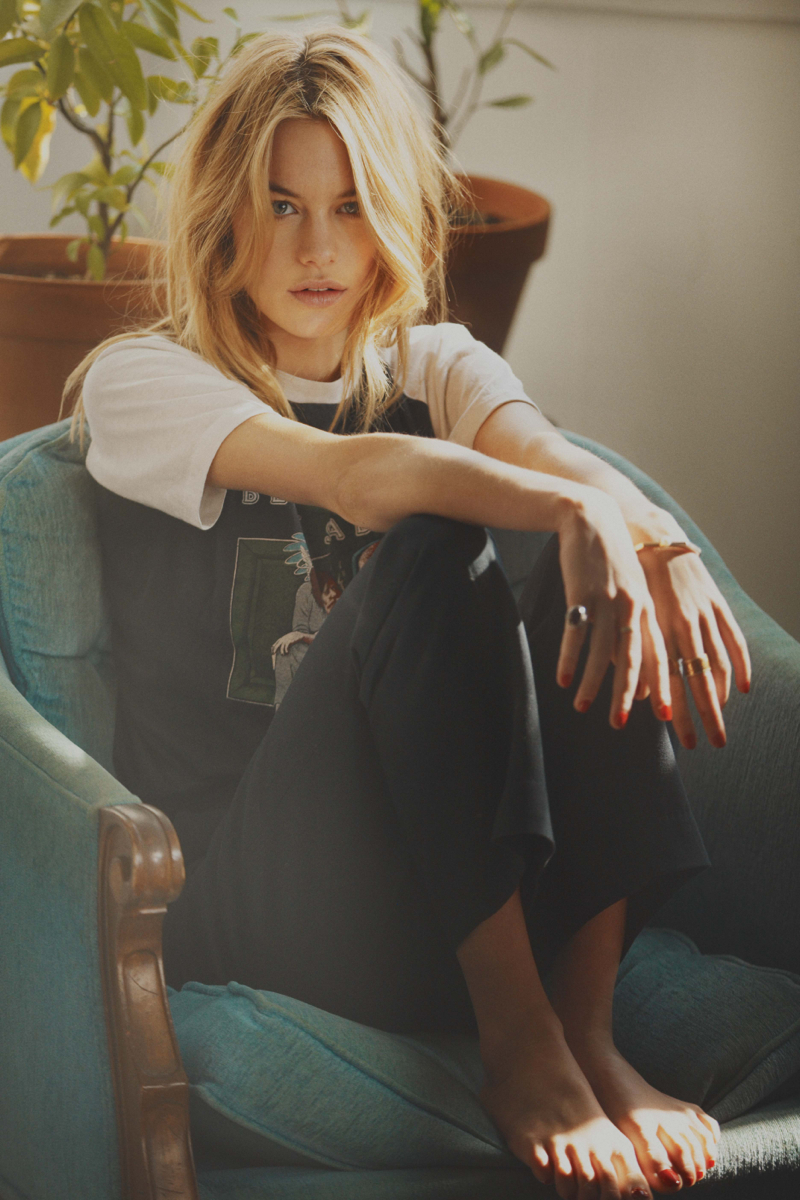 Camille-Rowe-by-Guy-Aroch-for-So-It-Goes-15