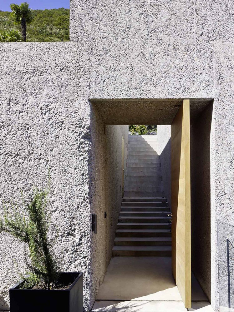 House-in-Brissago-by-Wespi-de-Meuron-Romeo-architects-11-748x999