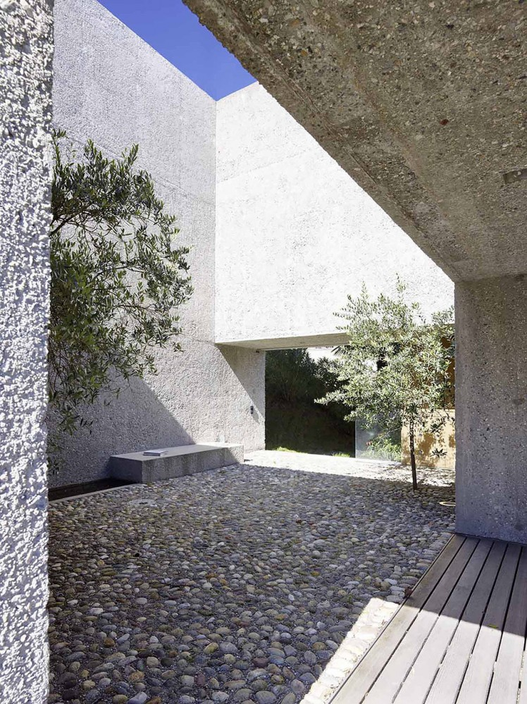 House-in-Brissago-by-Wespi-de-Meuron-Romeo-architects-14-748x999