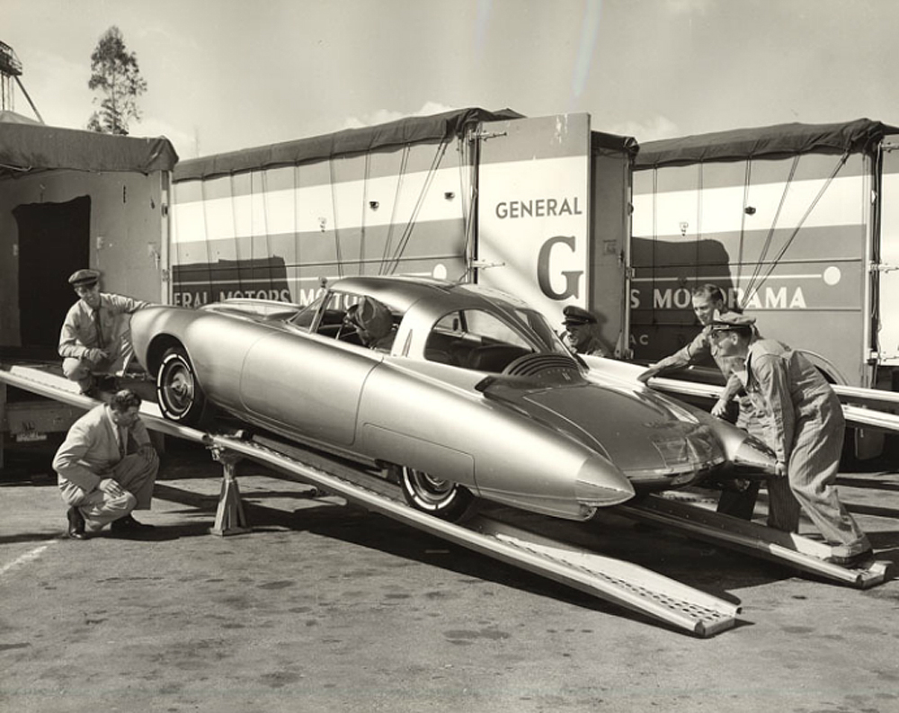1956_Oldsmobile_Golden_Rocket_Motorama56_03