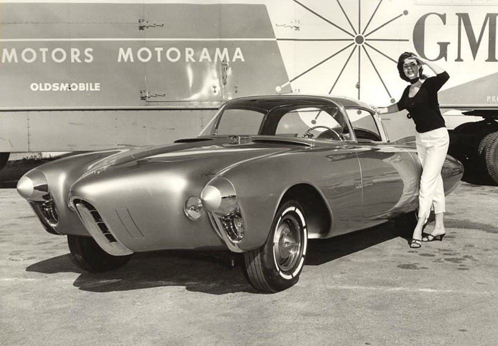 1956_oldsmobile_golden_rocket_motorama56_02