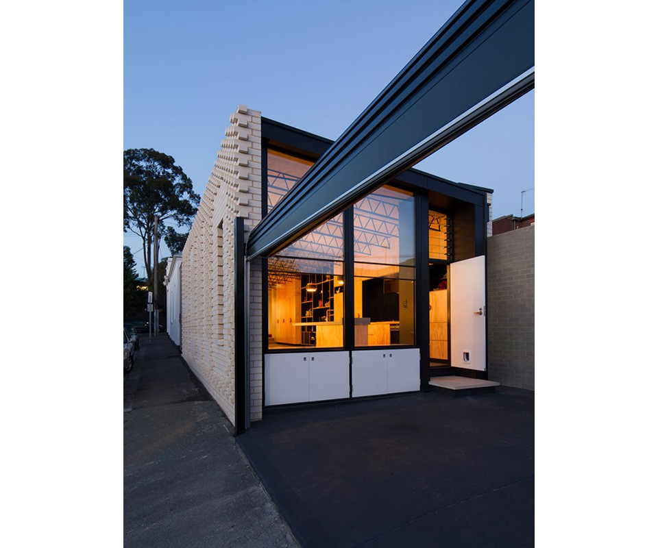 Hello-House-by-Oof-Architecture-8-960x800