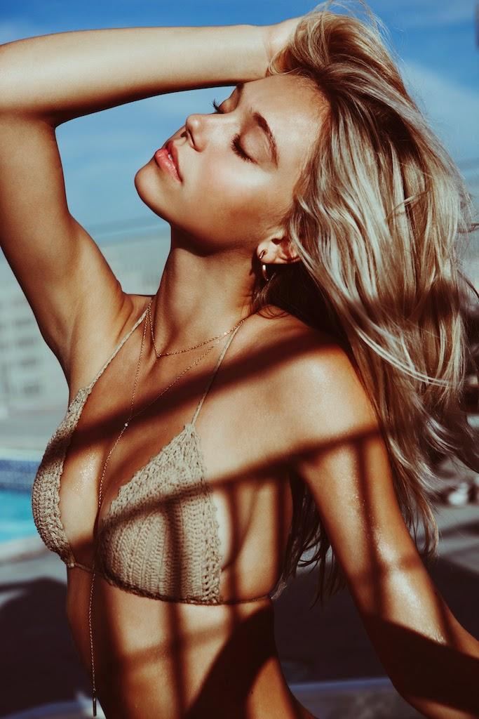 Alexis-Ren-Bikini-Pool-Passmore_2