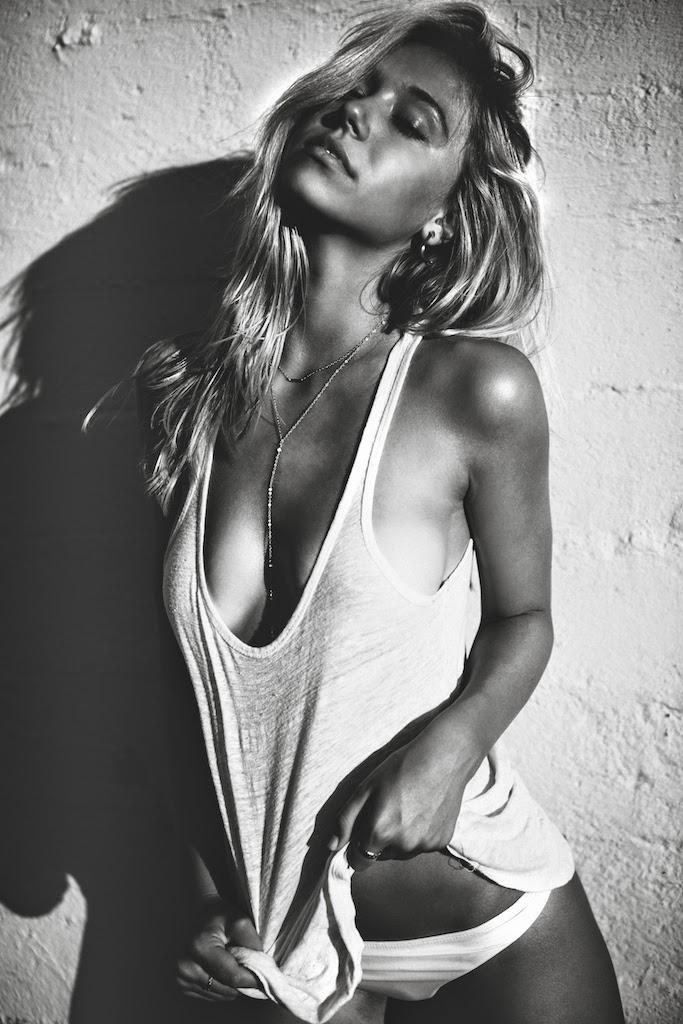 Alexis-Ren-Bikini-Pool-Passmore_23