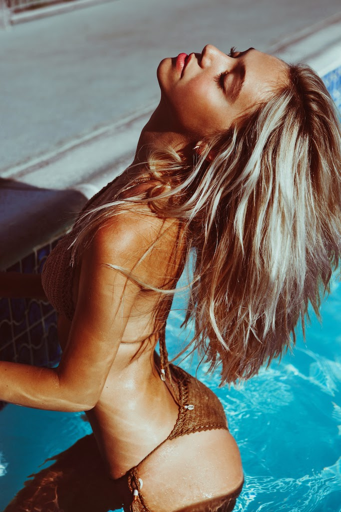 Alexis-Ren-Bikini-Pool-Passmore_6