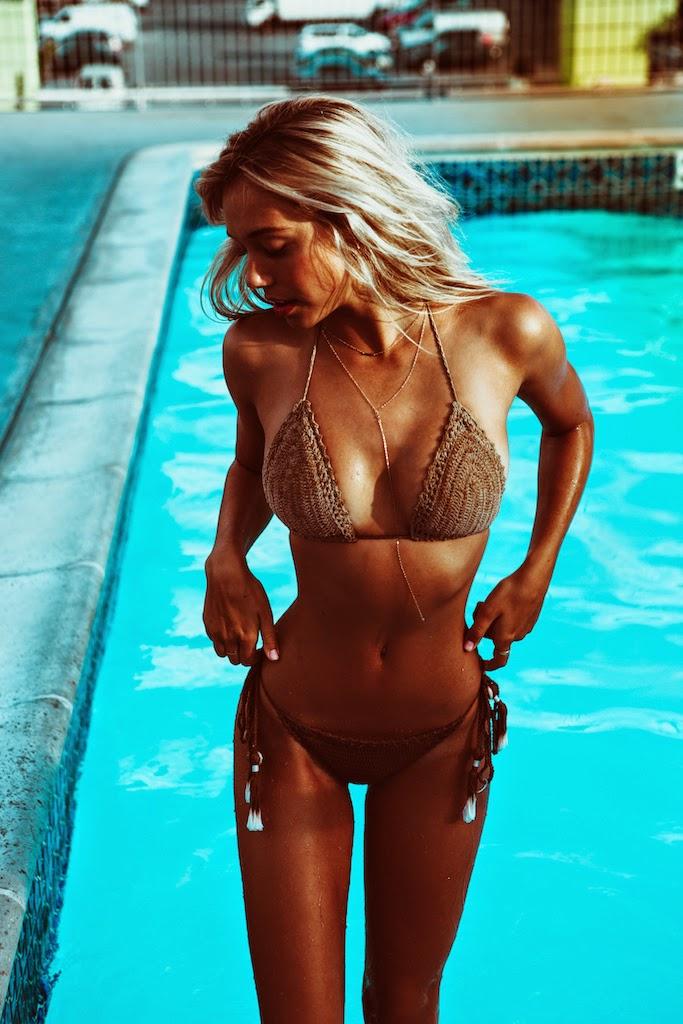 Alexis-Ren-Bikini-Pool-Passmore_7