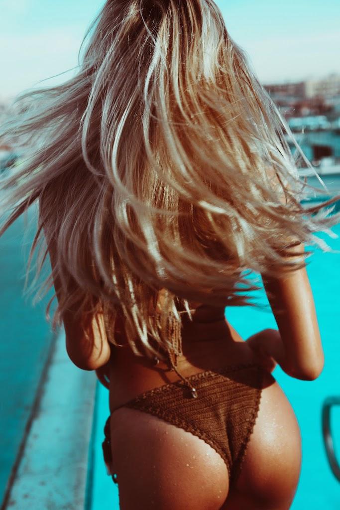 Alexis-Ren-Bikini-Pool-Passmore_8