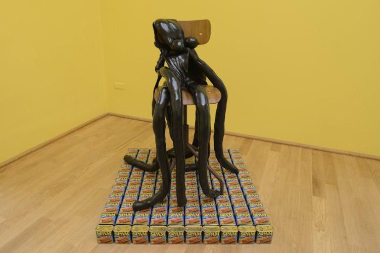 sarah-lucas-british-pavilion-at-the-venice-art-biennale-cowboyzoom-03