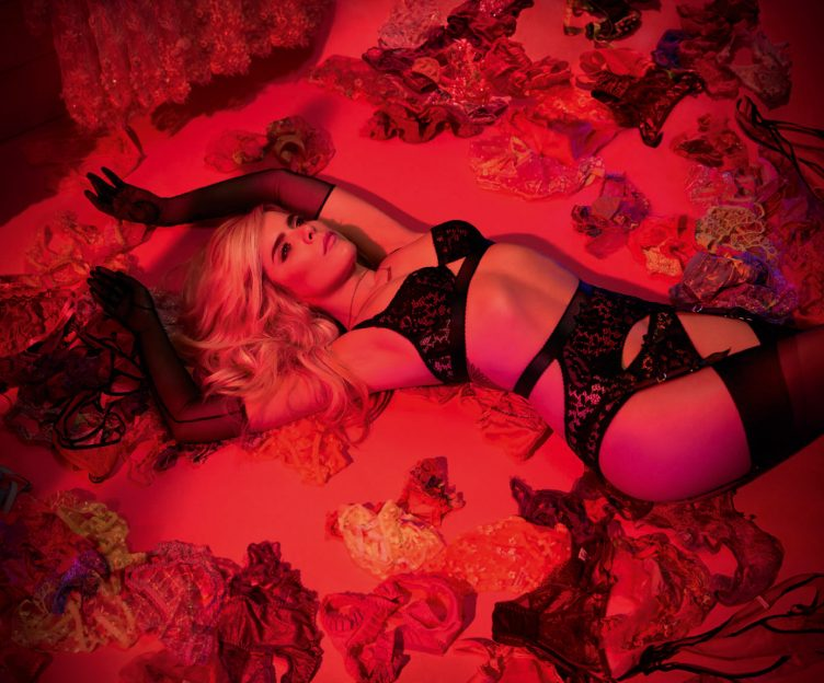 Agent-Provocateur-sho-girls-Paloma-Faith-photographer-Alice-Hawkins-005