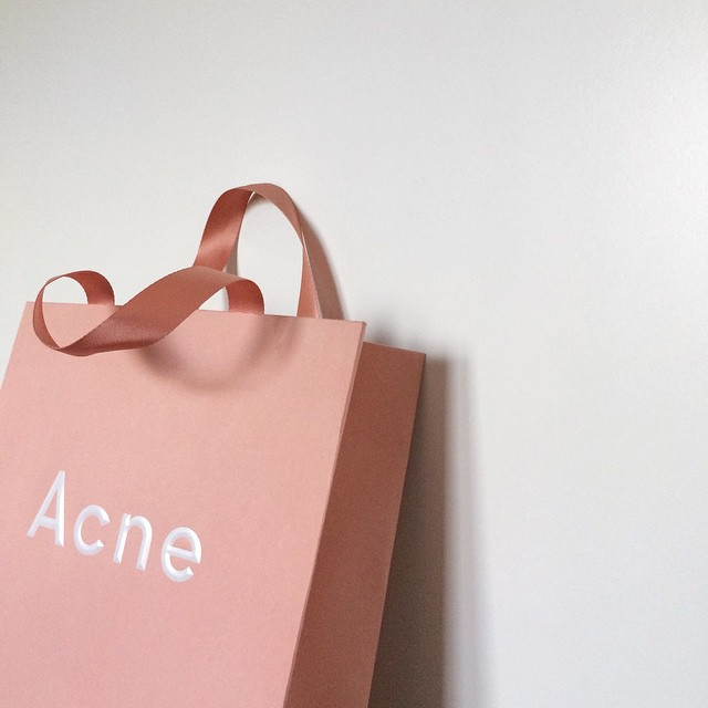 acne-shopping-bag