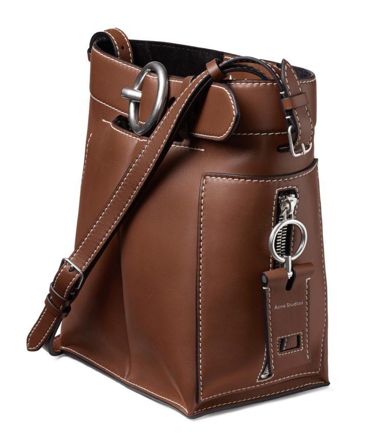 acne-studios-buckle-jeans-bag-cognac-002