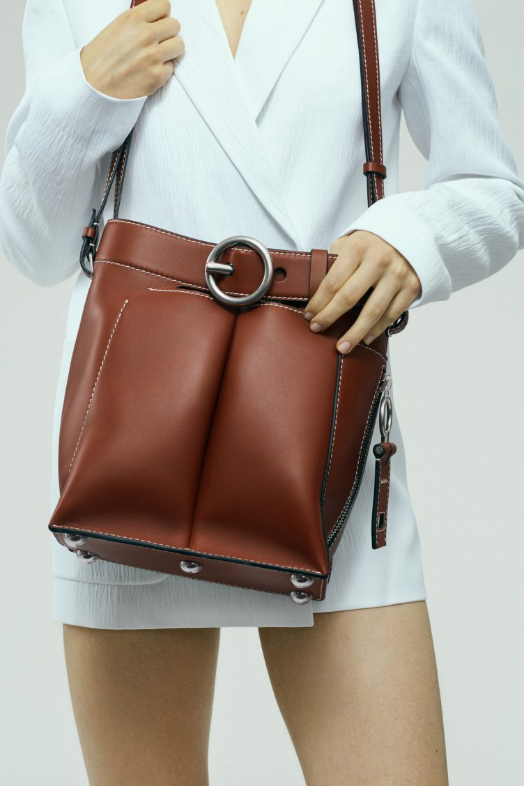 acne-studios-buckle-jeans-bag-cognac-006