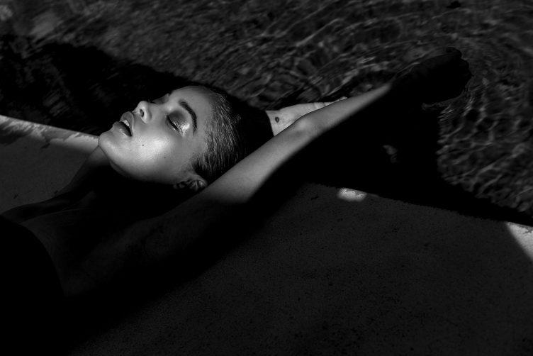jasmine-sanders-model-golden-girl-007