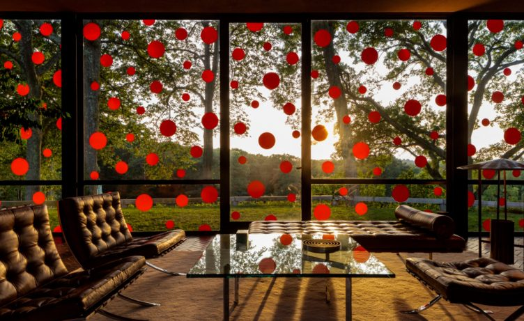 philip-johnson-glass-house-yayoiykusama-03