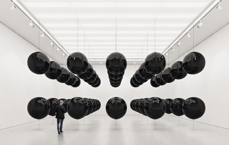 Black Balloons II (Big Scale) - Tadao Cern 05