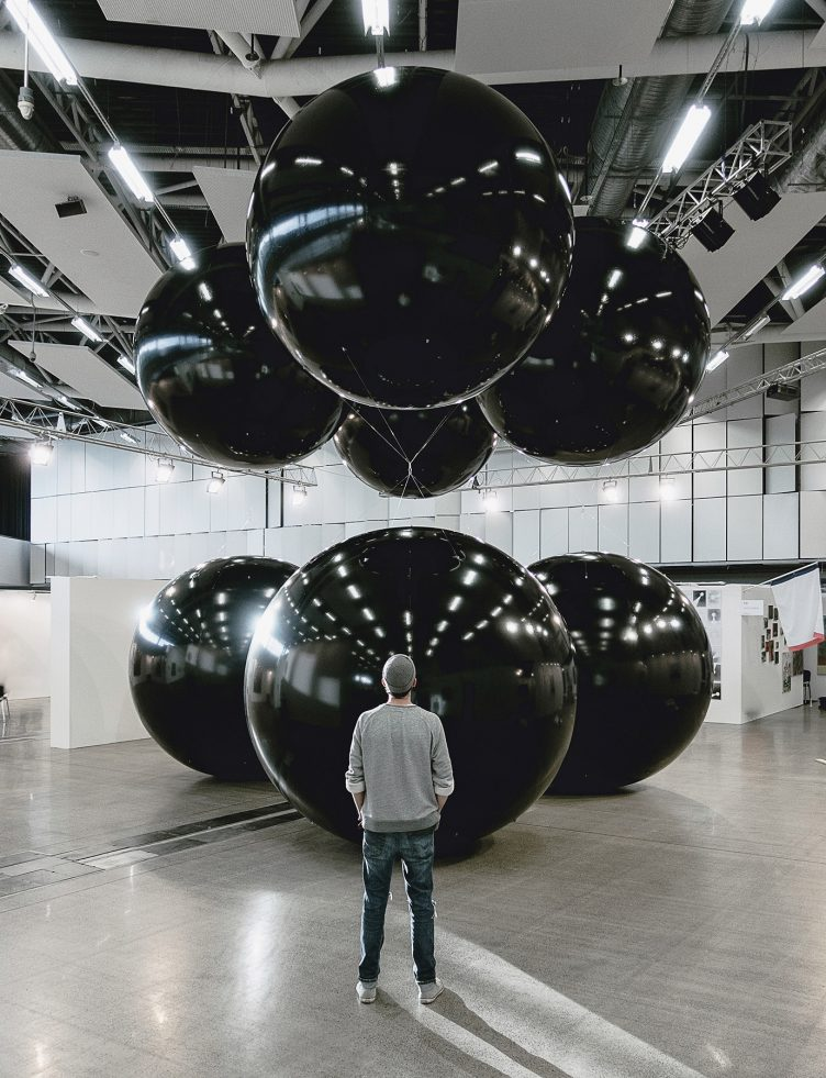 Black Balloons II (Big Scale) - Tadao Cern 07