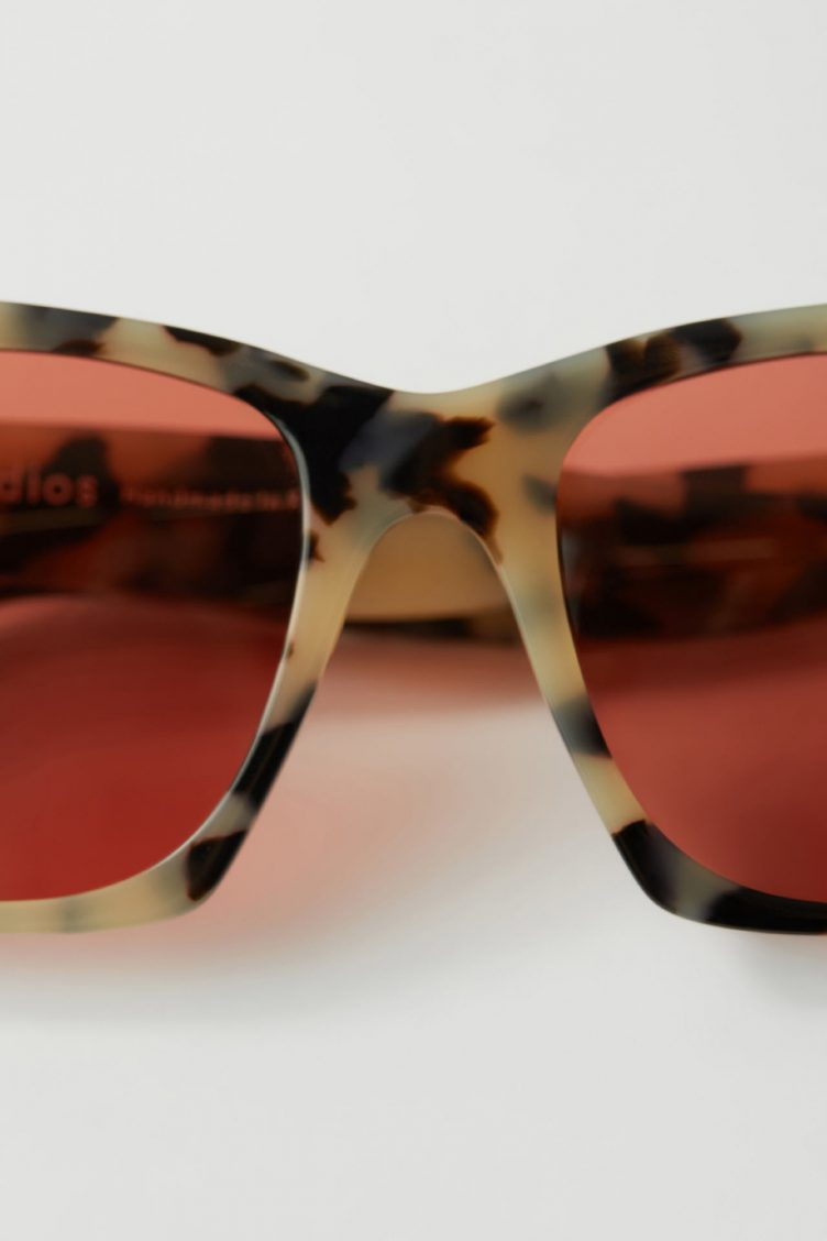 Bold frame sunglasses light blue/orange