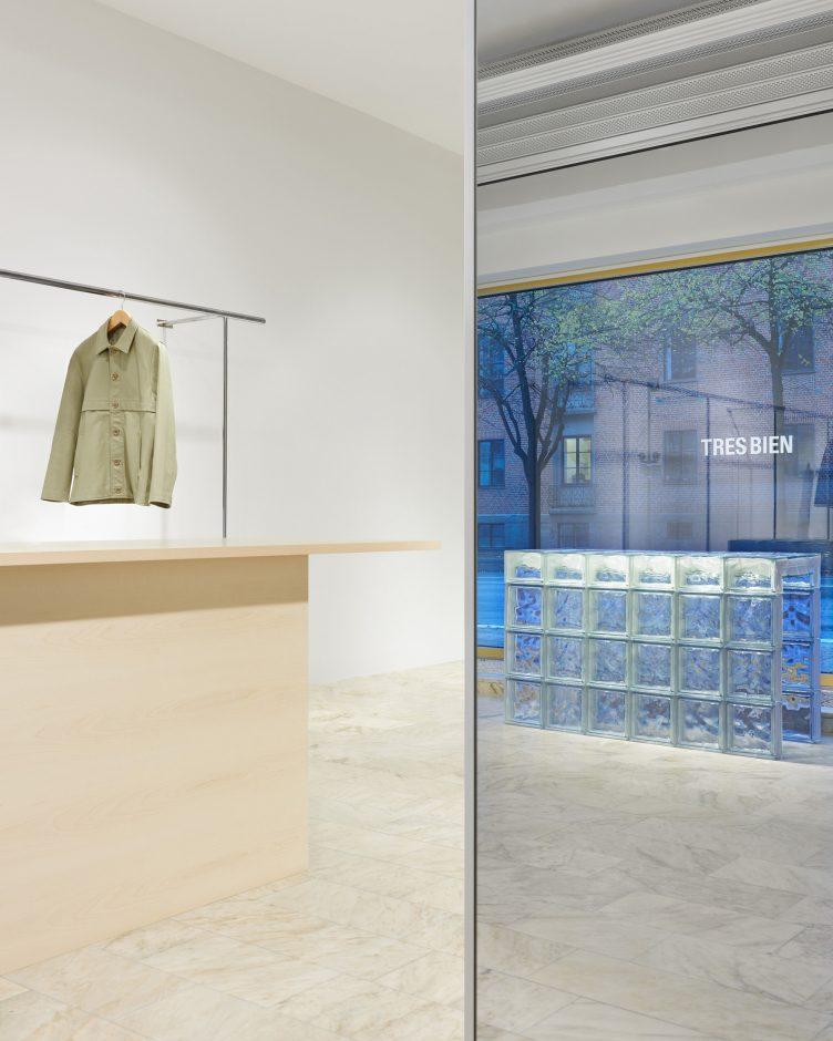 Très Bien HQ Store 004