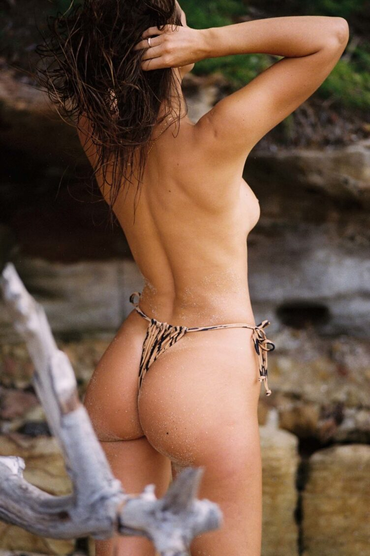 Kristina Mendonca in bikini by Jonny Seelenmeyer 003