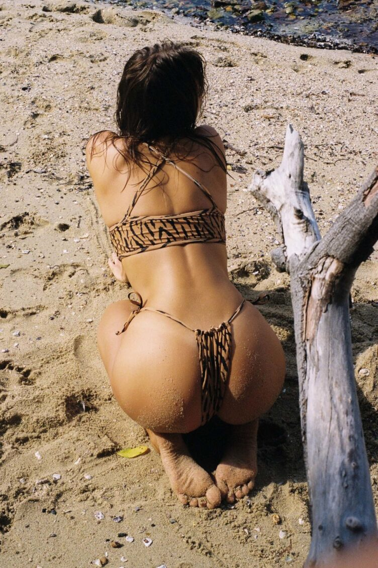 Kristina Mendonca in bikini by Jonny Seelenmeyer 005