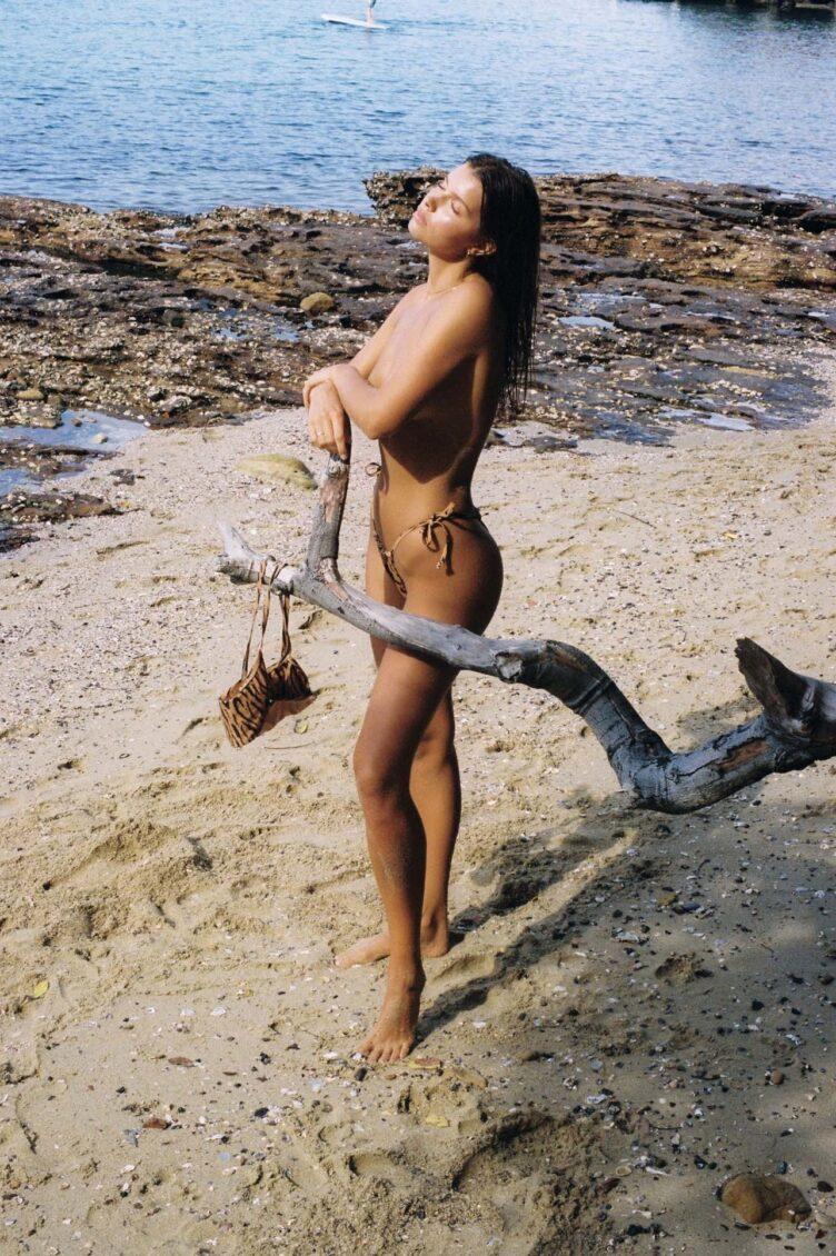 Kristina Mendonca in bikini by Jonny Seelenmeyer 010