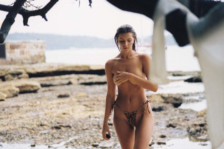 Kristina Mendonca in bikini by Jonny Seelenmeyer 013